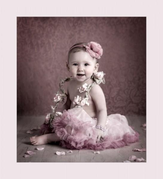 children's photographer glasgow _flower_baby